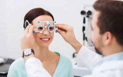 5 Sekolah Kedinasan yang Mentoleransi Pendaftar dengan Kacamata